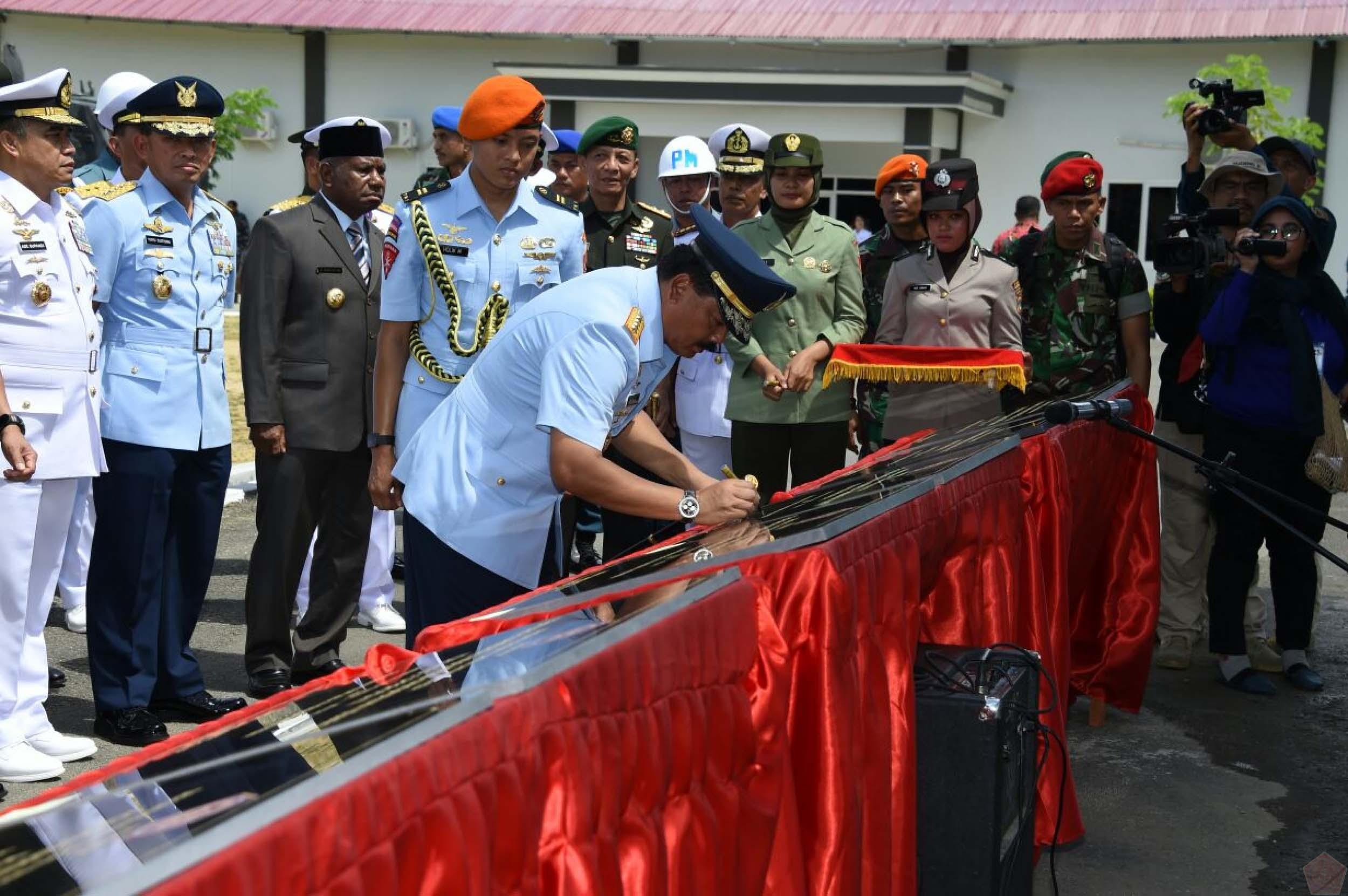 TNI Commander Inaugurates Four New Units of TNI in Sorong