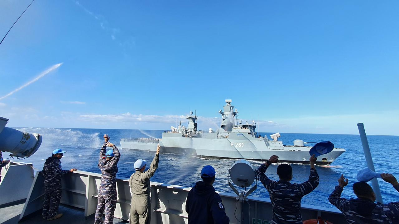 "KRI Sultan Hasanuddin-366 Conducted ""Mailbag Transfer Exercise and Sailing Pass"" in the Mediterranean Sea"